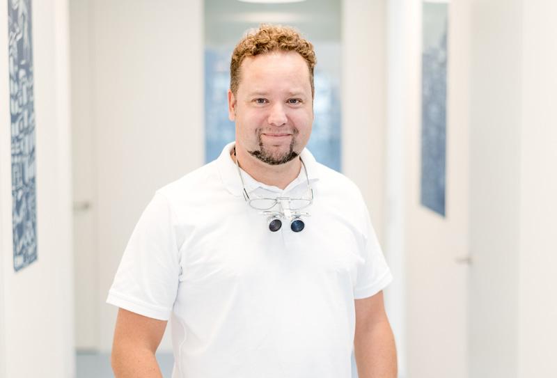 Dr. med. dent. </br>Jörg Schneeweiß